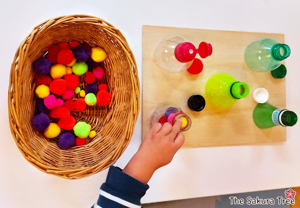 Opening and closing bottles - Montessori - blog TST